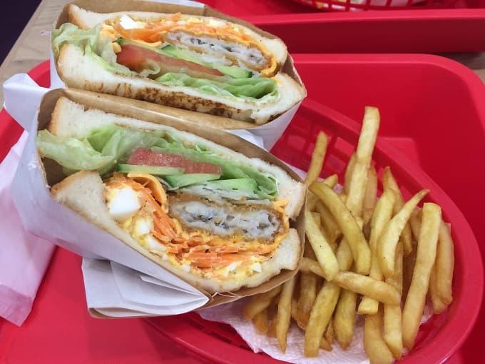 ジューシーズ ラボラトリーのサンドイッチフライドフィッシュ