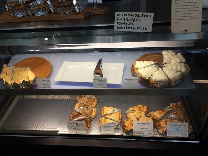 松之助京都本店のケーキのショーケース