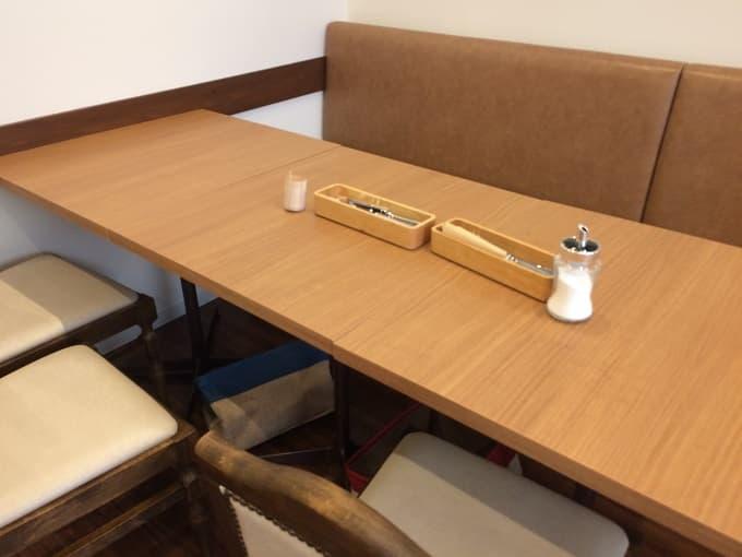 パティスリー&カフェ イチブルのソファ席