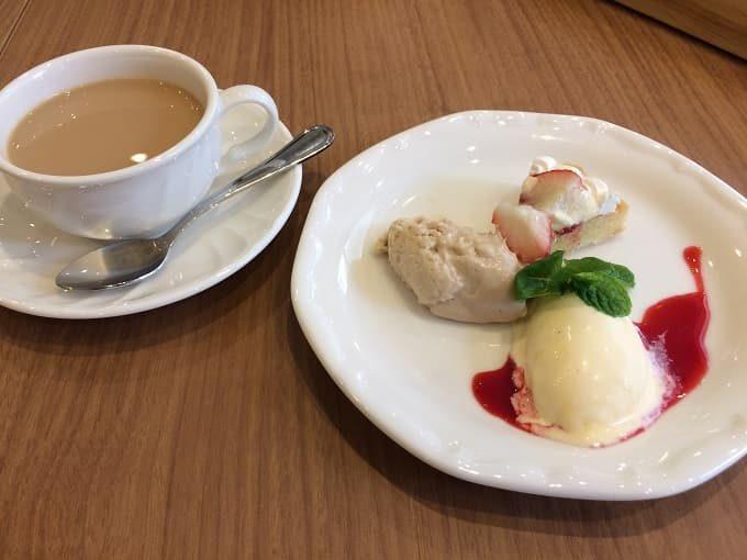 パティスリー&カフェ イチブルの紅茶とデザート