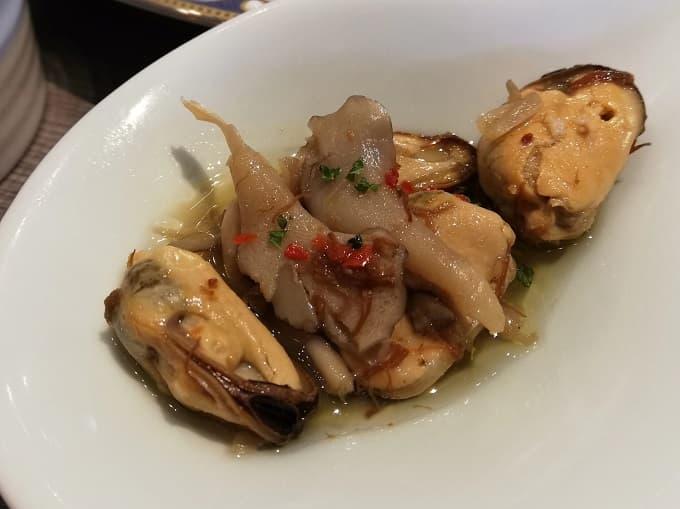 牡蠣の黒酢オイル漬け