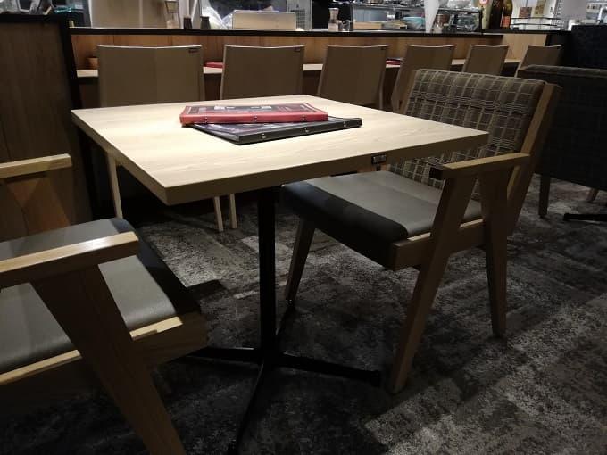 なんばスカイオのITADAKIMASUのテーブル席(VIP席)