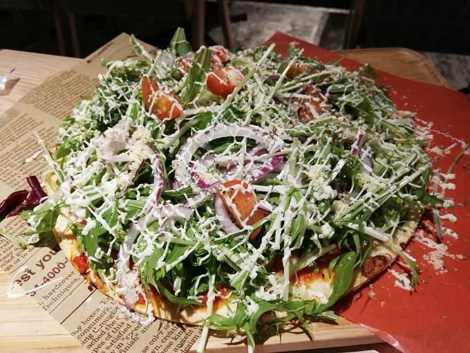 野菜のサラダピザ
