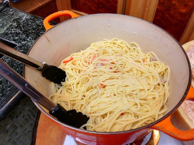 スパゲッティーペペロンチーノ 苺とサルシッチャ