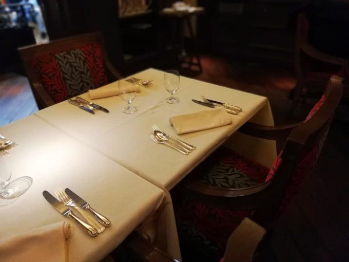 レストランの席の様子