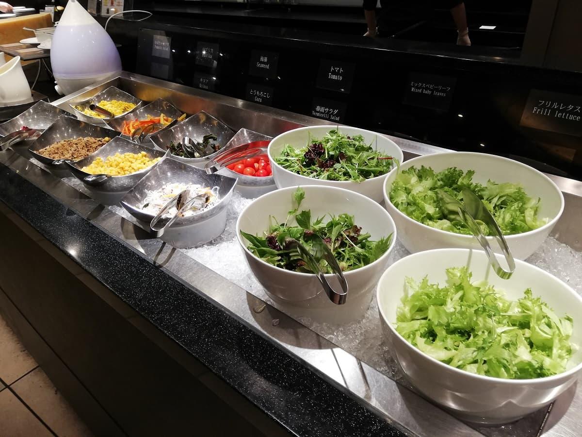 リーガロイヤルホテル大阪のリモネのディナービュッフェのサラダコーナー