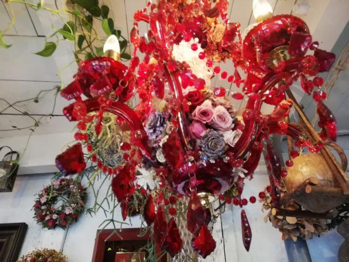 バリフォーシーズンズの極彩色のシャンデリア