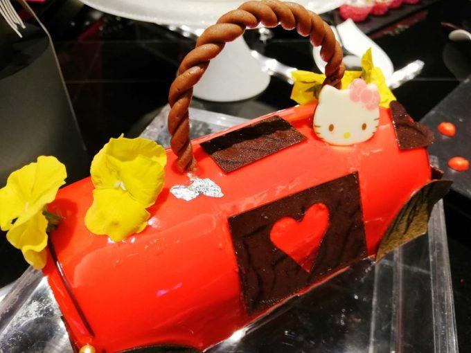 真っ赤なハローキティ・バッグケーキ