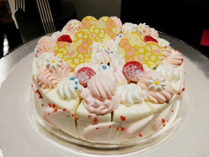 ハローキティ ピーチクリームケーキ