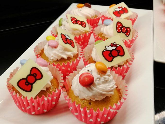 ハローキティ・リボンカップケーキ