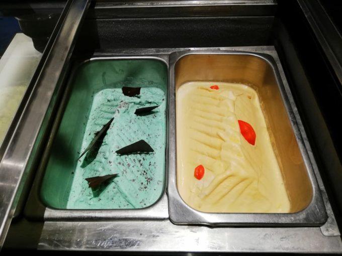 ブルーシールアイスクリームのサンフランシスコミントチョコ味とマンゴタンゴ味