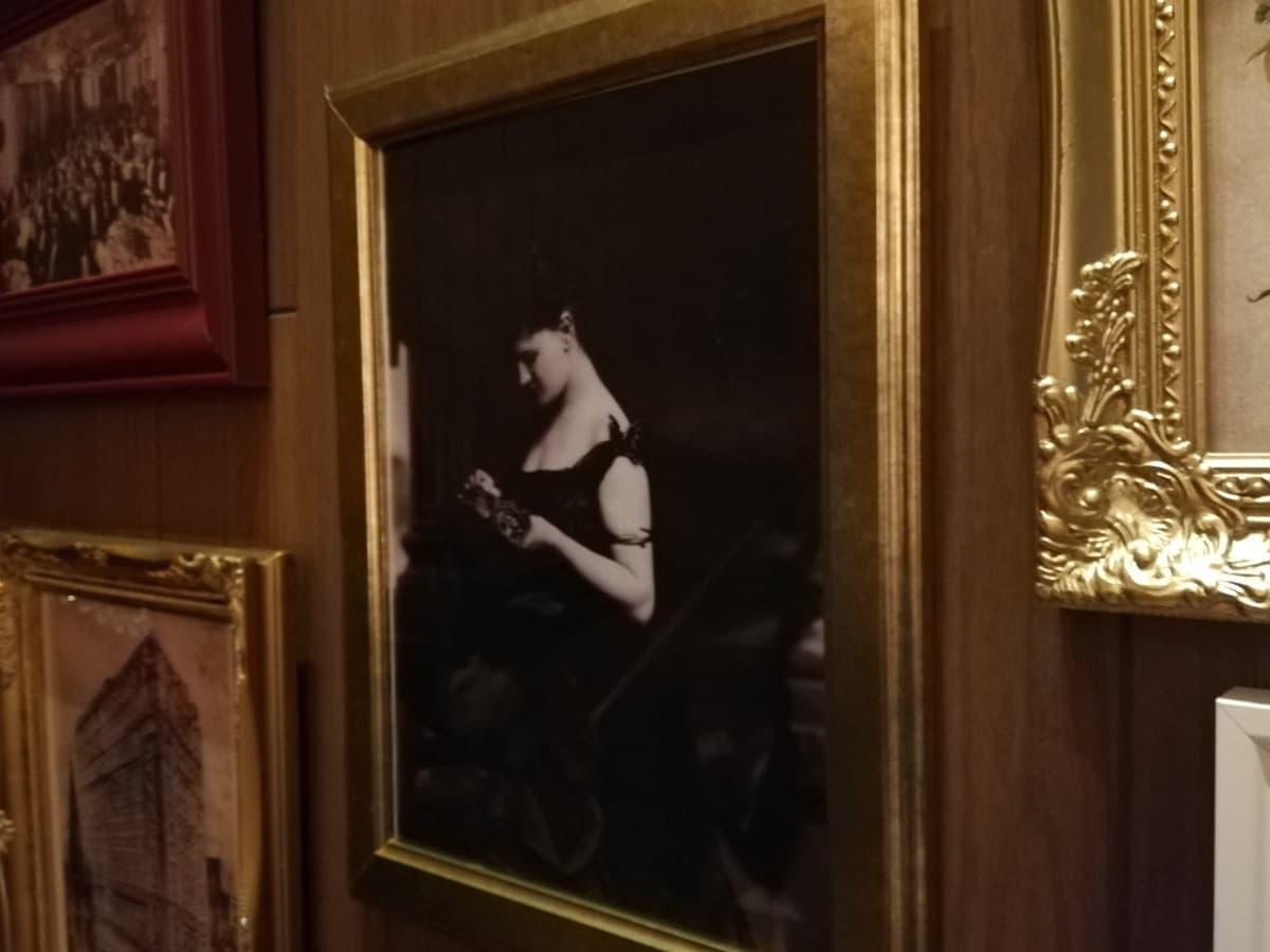 セントレジス ホテル 創業者の母親のアスター夫人の写真