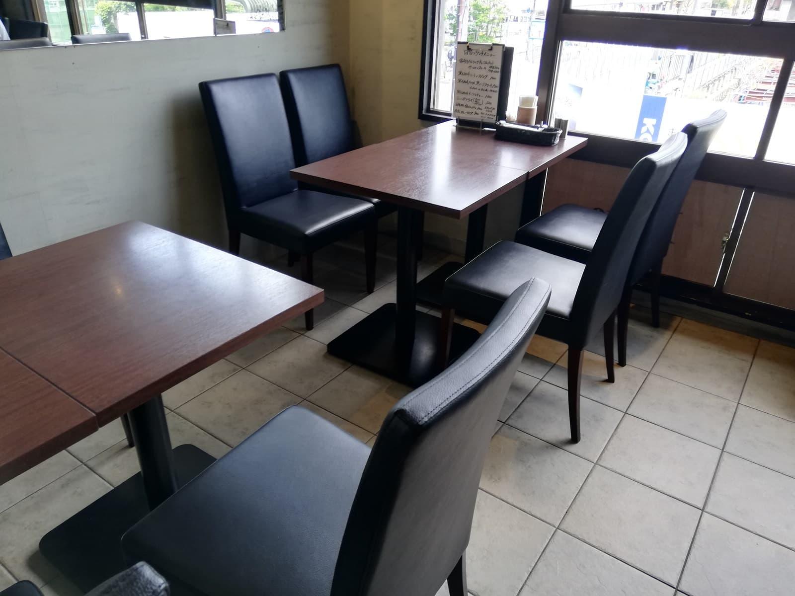 洋食Revo靱公園店の2階席