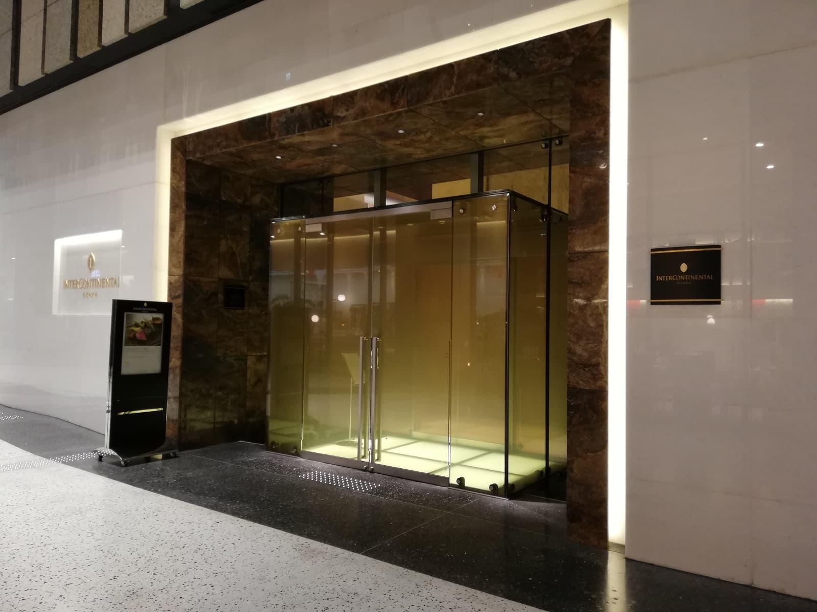 インターコンチネンタルホテル大阪の入口