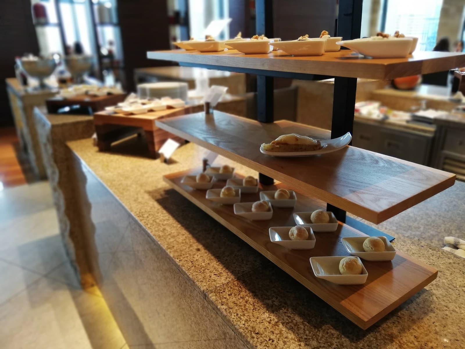 インターコンチネンタルホテル大阪のピーチビュッフェのビュッフェ台