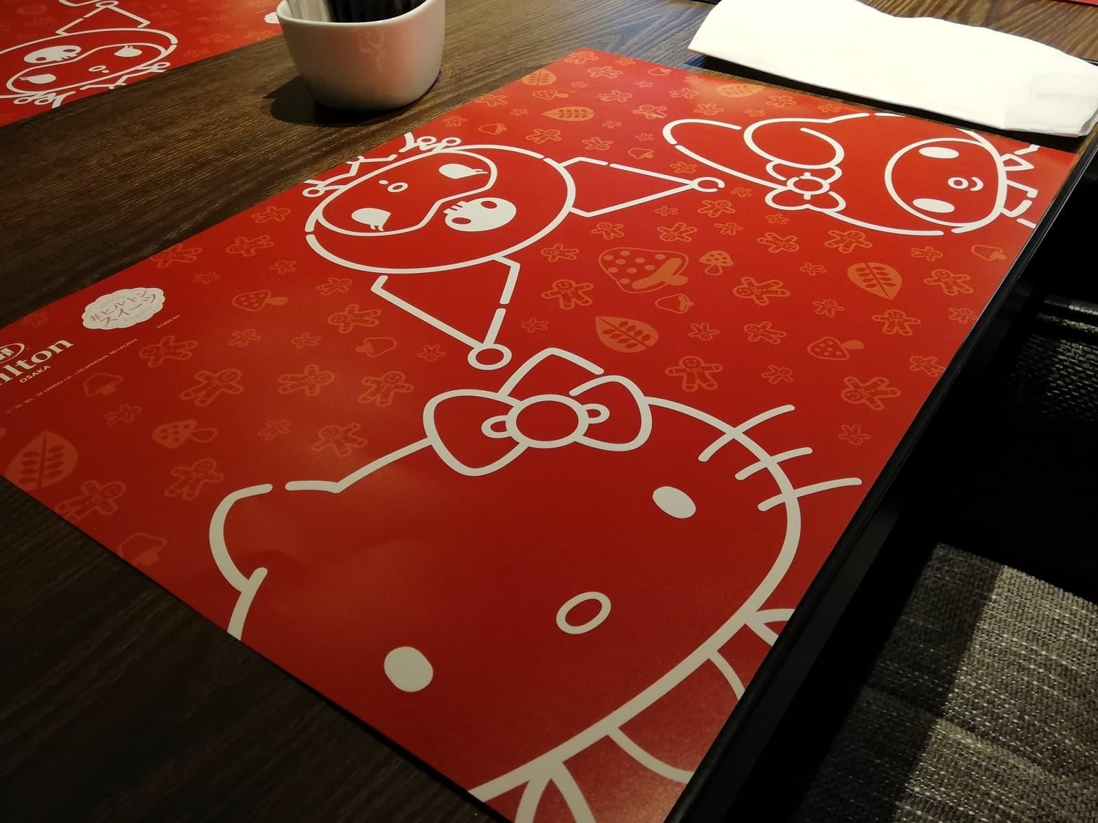 各テーブルにあるキティとマイメロとクロミのランチョンマット