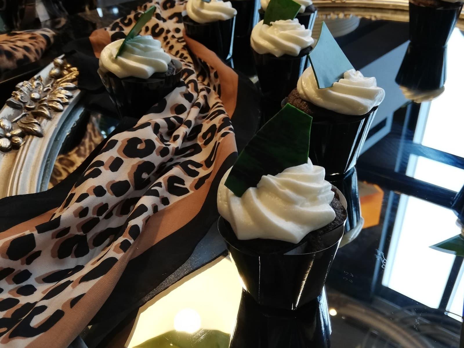 黒胡麻のカップケーキ