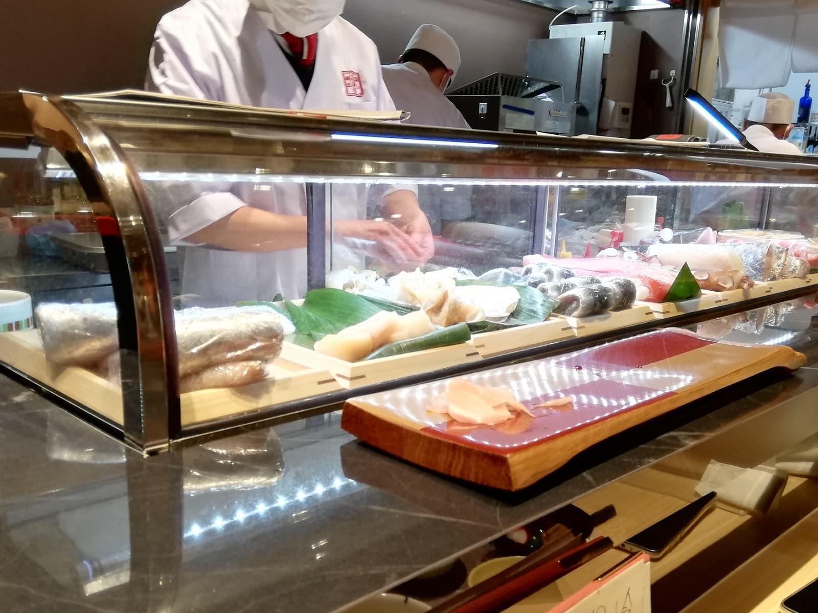 たから寿司高島屋大阪店の寿司ネタケース