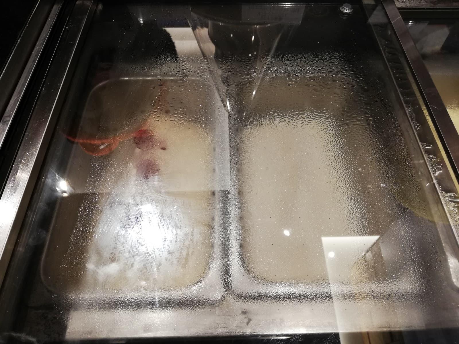 タカナシ乳業(左)白桃シャーベット(右)ライチシャーベット