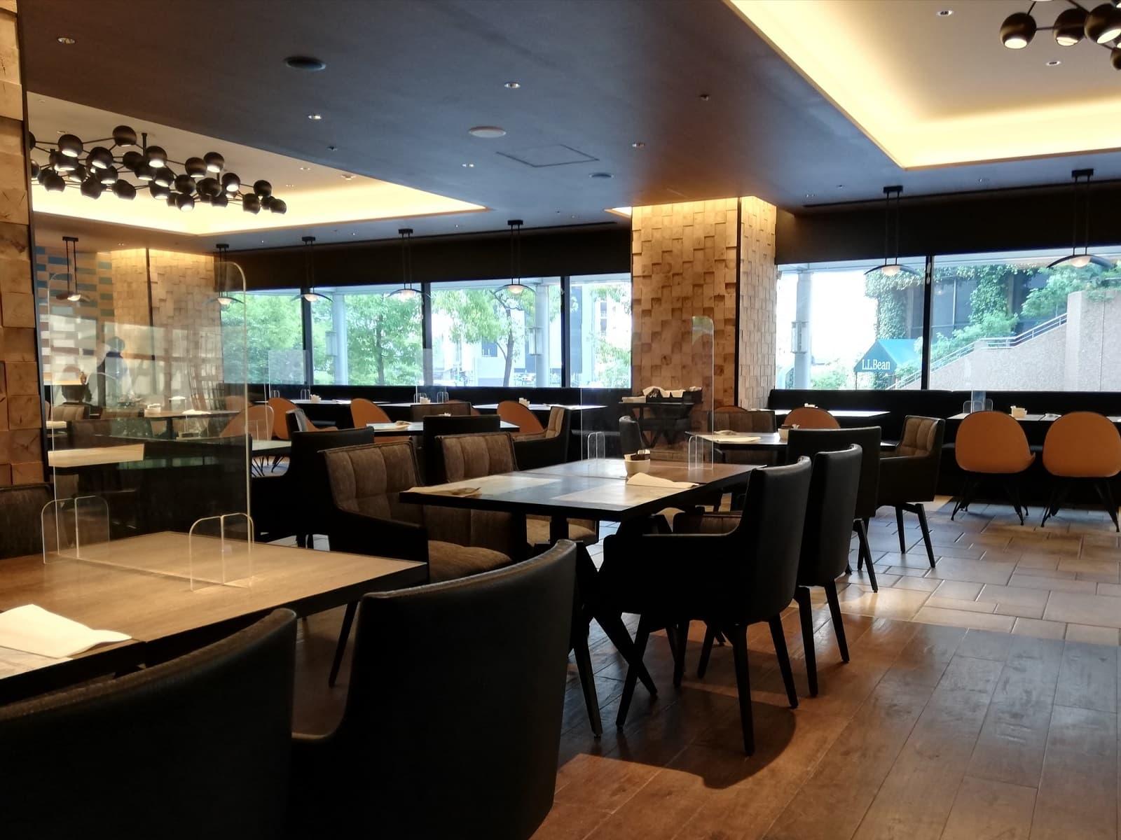 ヒルトン大阪のスイーツビュッフェの実施レストラン、フォルクキッチンの店内