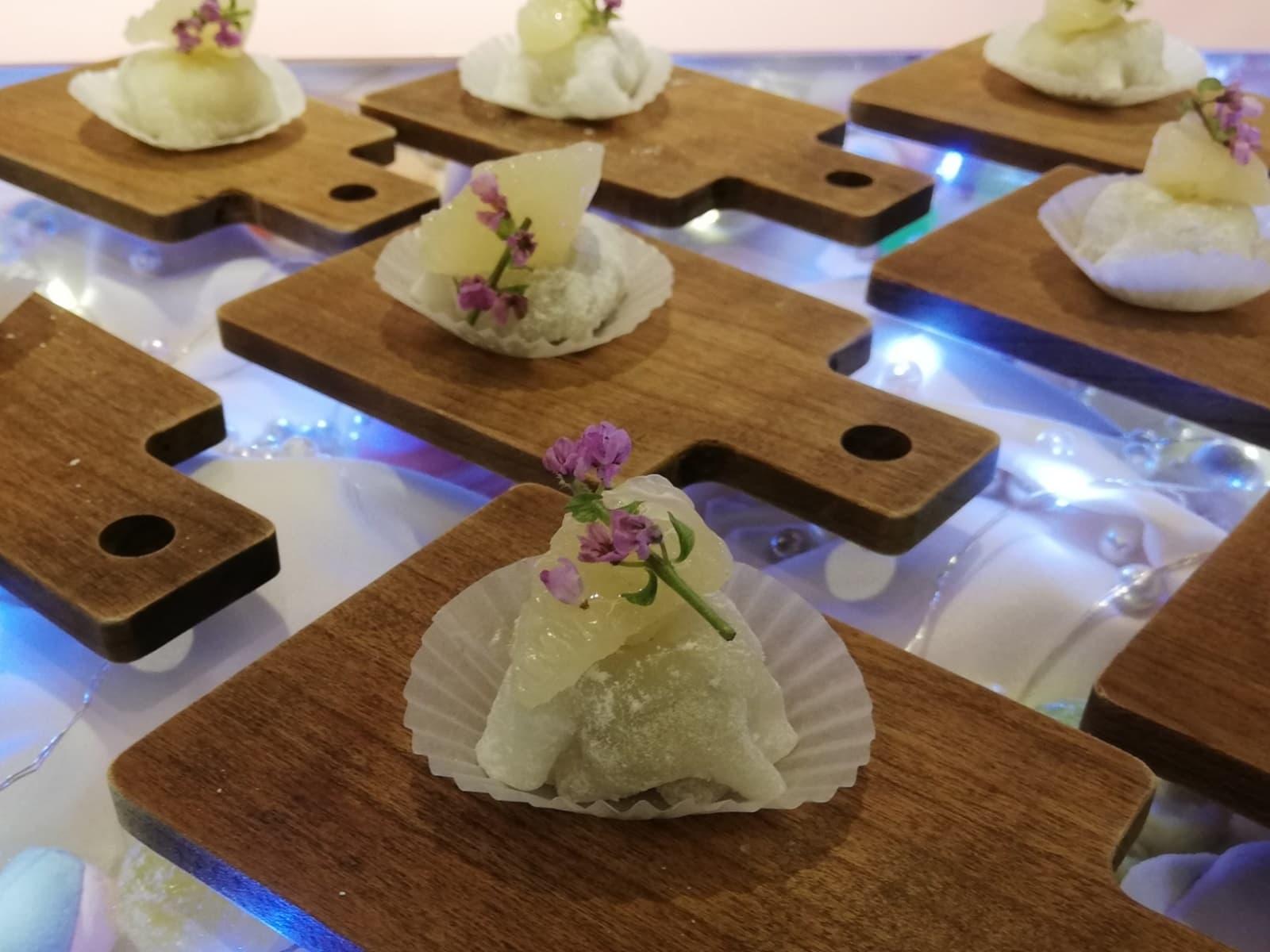 青紫蘇餡とシトラスフルーツの求肥餅